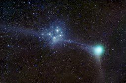 The comet Macholz passes near the Pleiades.
