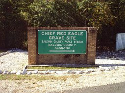 800px-Chief_Red_Eagle_grave_site