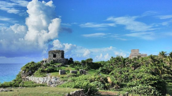 Temple of Wind God, (left) and Lighthouse, (right) at Mayan site of Tulum in Mexico (Copyright Popo le Chien)